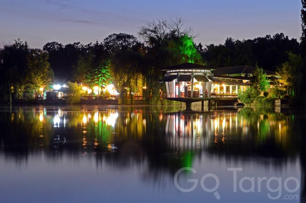 restaurant lake