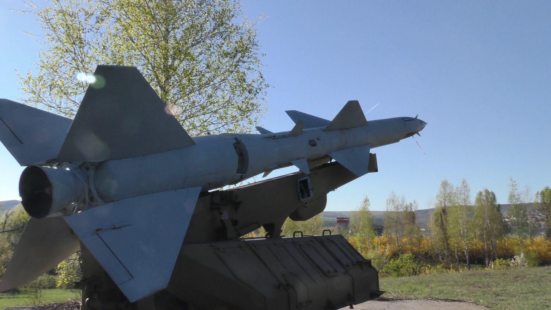 Ракетно-зенитна установка М-11