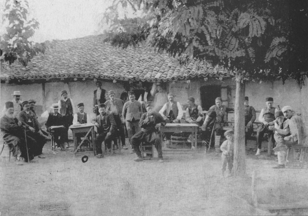 пред кафенето на Христо Сташев Керанаджията в село Водица
